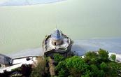 В 1524 году для защиты входа в город инженером Габриелем дю Пуи была построена башня «Габриель».