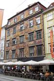 Полностью расписанный фасад. Подобное раньше видел только во Флоренции и в Мадриде.