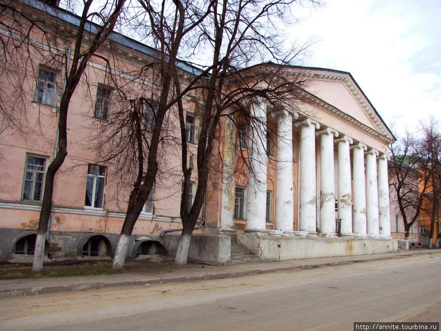 Здание губернской больницы, ныне 14-я поликлиника.