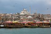 Мечеть Сулеймание и корабли-рестораны в заливе Золотой Рог.