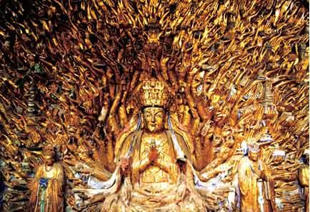 Тысячерукая Бодхисаттва Авалокитешвара (Гуаньинь) в комплексе наскальных рельефов Дацзу (в списке Всемирного наследия ЮНЕСКО).