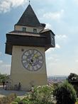 Баня — часы для горожан, дозорная для военных. Поднялись на нее — ничего нового не увидели.