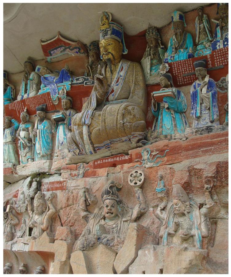 Буддистский мастер Лю Бэньцзунь (в центре)