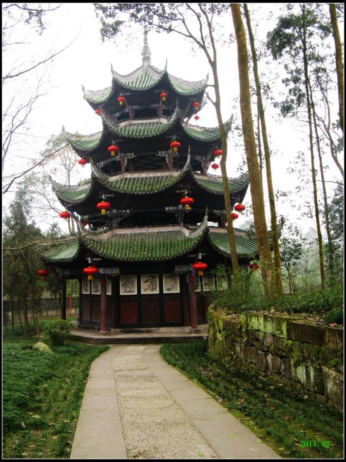 Башня в традиционно-китайском стиле