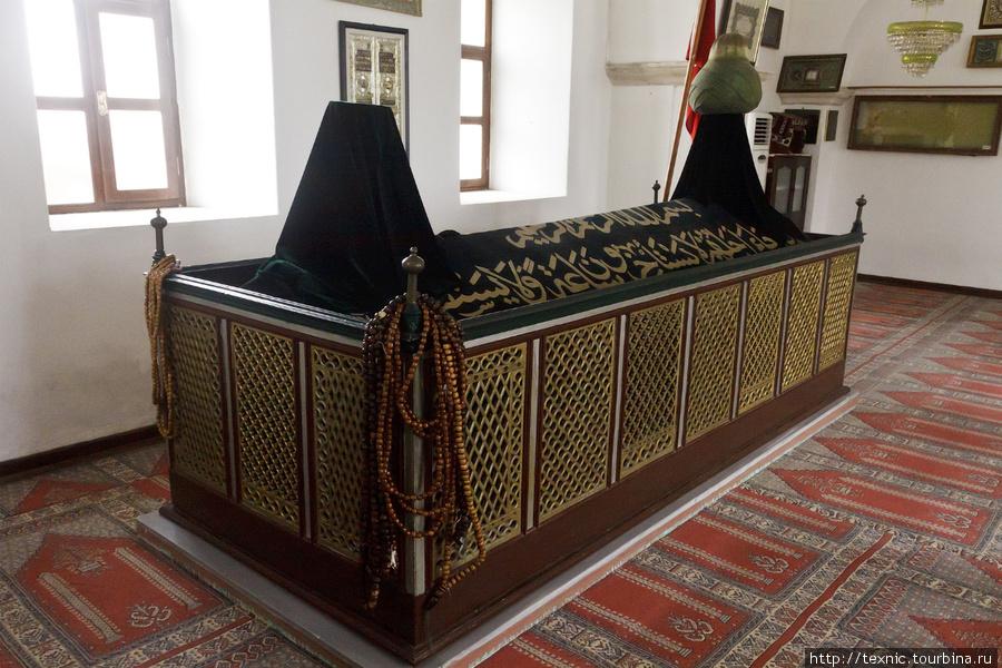Внутри мечети Али Паши, г