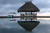 Бассейн и беседка на берегу реки в Ливингстоне