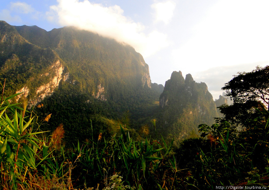 С каждым километром горы, видневшиеся вдалеке, становились все выше, маня к себе