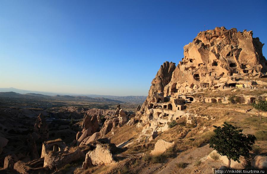 Пещерная крепость в Учисаре
