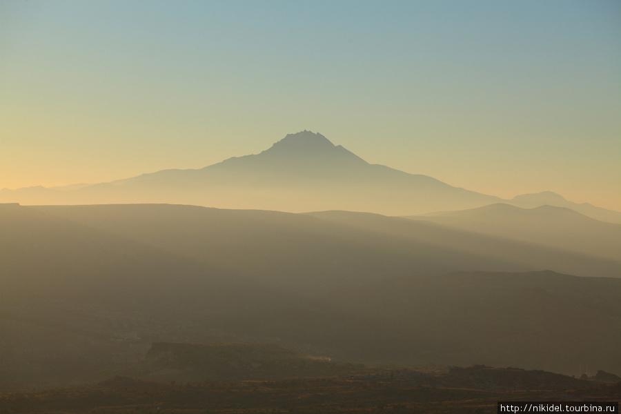 Один из вулканов, благодаря которому образовалась Каппадокия