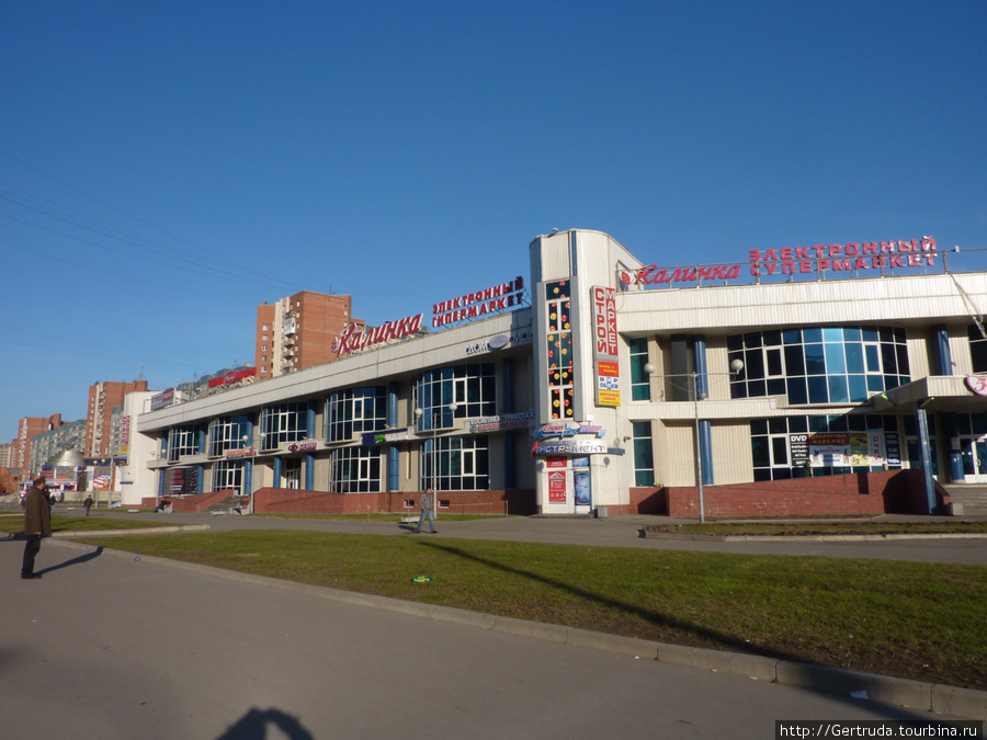 Торговый комплекс на ул. Коллонтай, рядом с метро