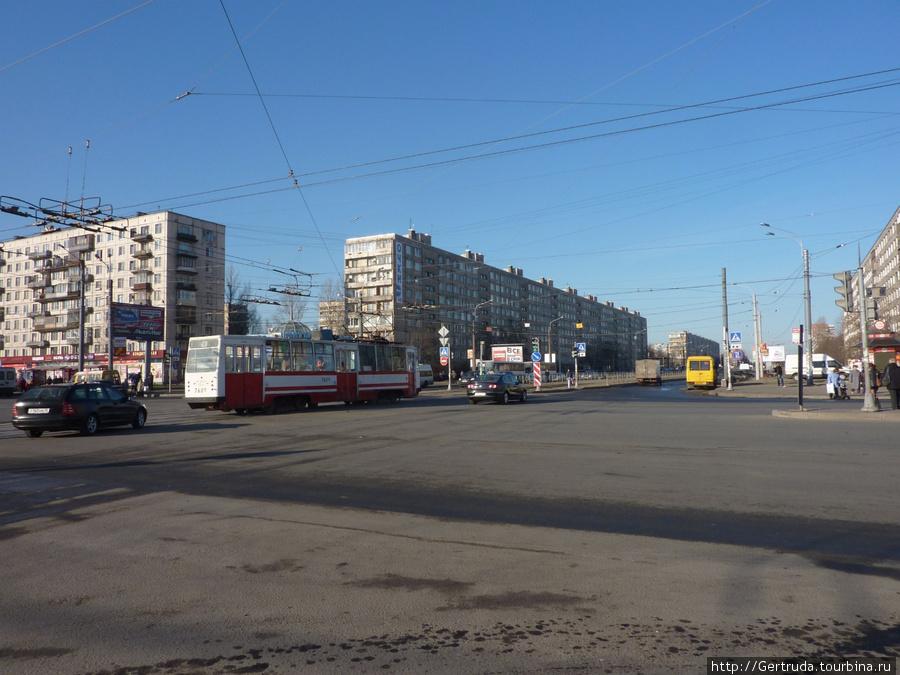 Перекресток ул. Дыбенко и Проспекта  Большевиков.