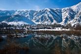 В самом Татване делать было особенно нечего. Однако, местные посоветовали съездить в одно красивое место — это озеро, что  расположено выше, в потухшем кратере вулкана Немрут. Фотографии на стенах гостиницы впечатляли. Но уже умудренные опытом езды по заснеженным дорогам, мы решили не испытывать судьбу – был большой шанс, что дорога к озеру занесена снегом.