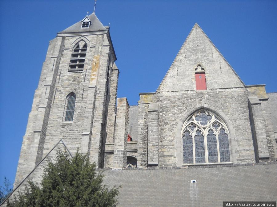 Боковой фасад церкви