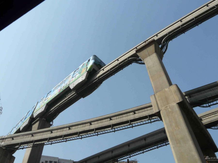 Монорельсовое метро над головой