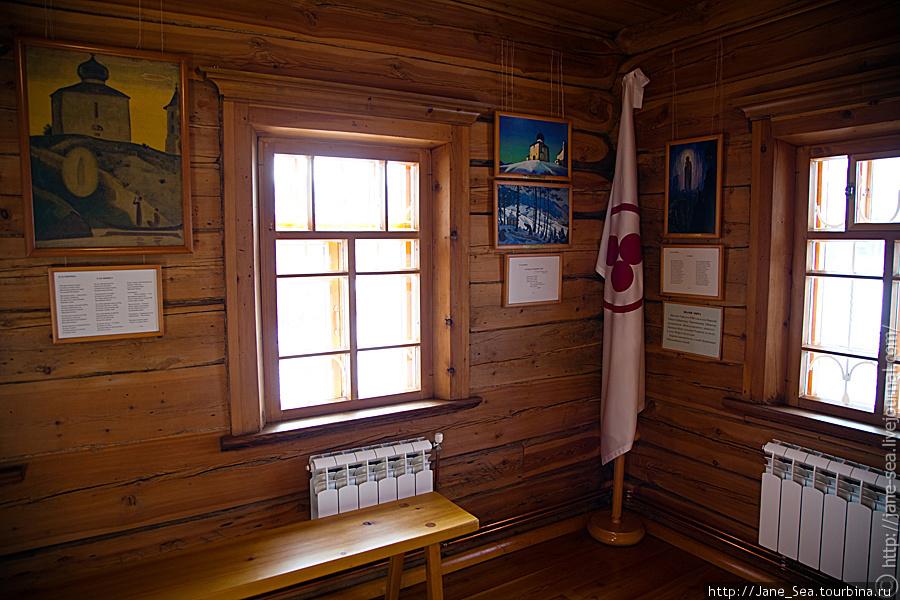 второй этаж — зал Н.К. и Е.И. Рерих — окно, у которого Елена Ивановна написала