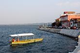 Лодка у набережной