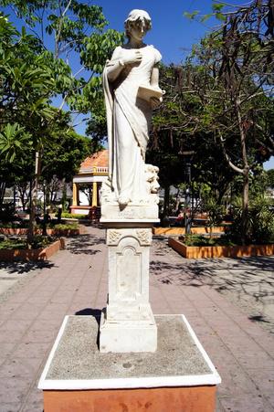 Памятник на центральной площади Чикимулы
