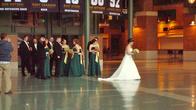 В атриуме стадиона проводятся самые различные мероприятия, в том числе и свадьбы. Подружки невесты в платьях цветов команды.