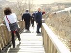 Для спуска- лестницы по другую сторону горы. Летом, когда все зелено (а сейчас апрель), очень красиво.