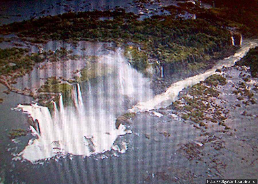 Фотография разлома земной коры в месте водопадов Игуасу со спутника (взято из интеренета).