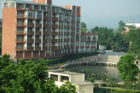 Главное здание(здание одноместных и двухместных номеров)