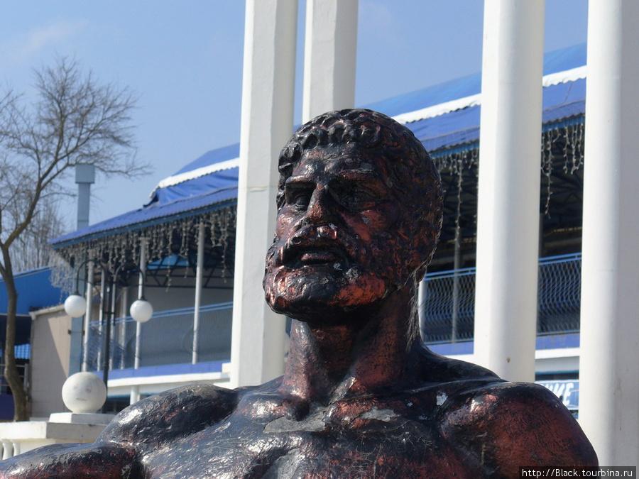 Скульптура «Отдыхающий Геракл»