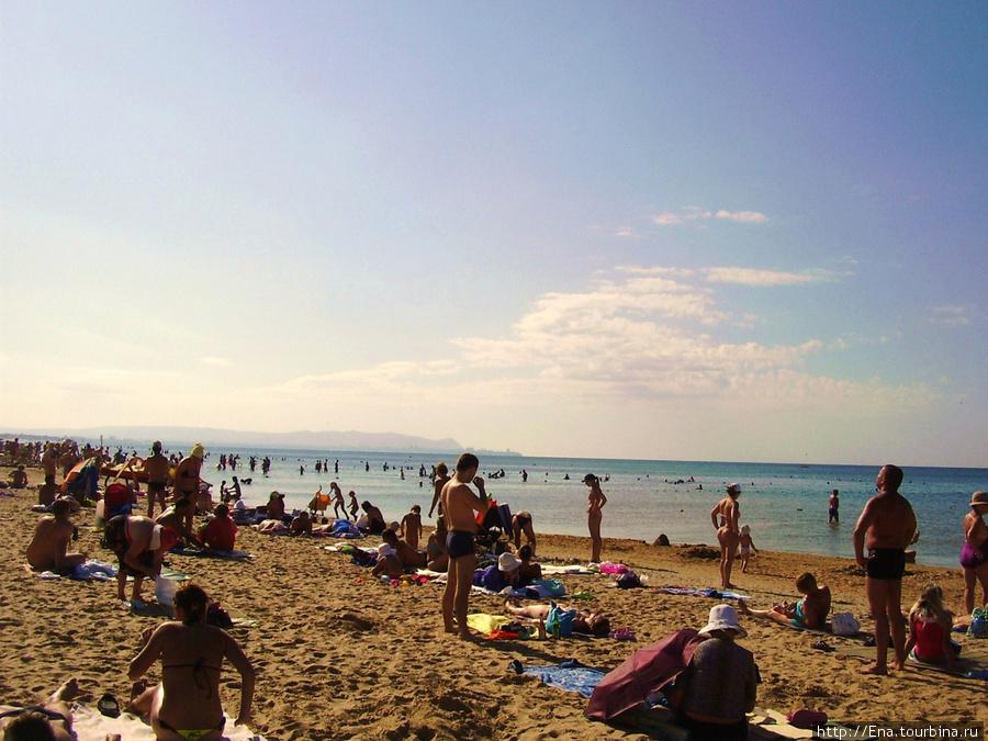 На центральном пляже Паралии