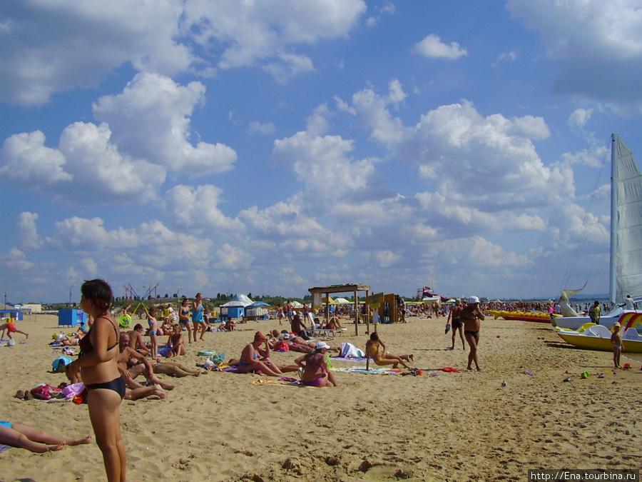Пляж и облака