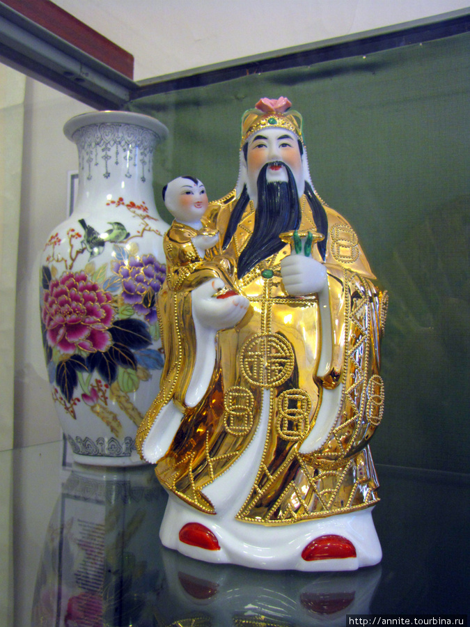 Китай. Бог богатства и семейного благополучия Лу-син. Фарфор.