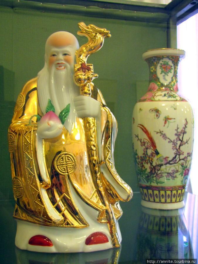 Китай. Бог здоровья и долголетия Шоу-син. Фарфор.