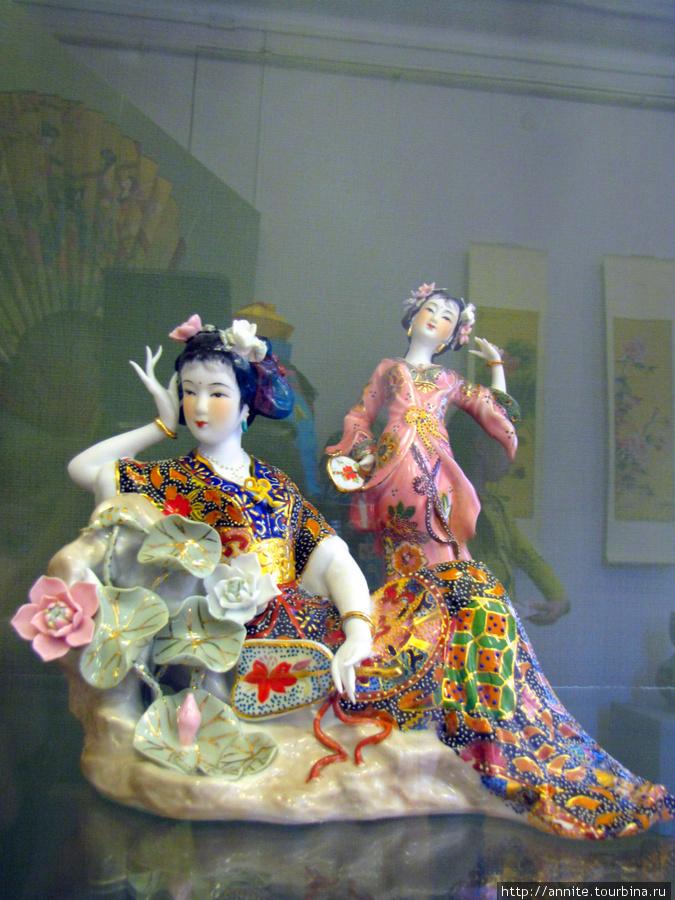Китай. Фарфоровые куклы — времена года.