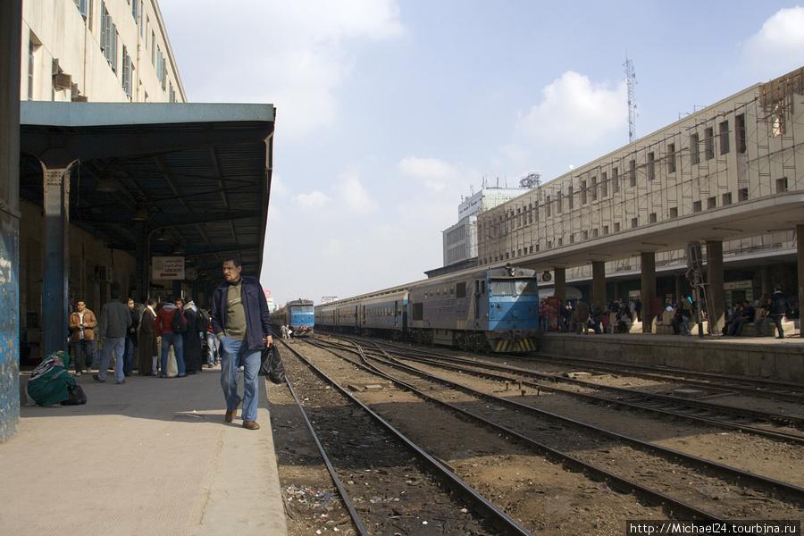Часть вокзала, всего около 25 путей, в том числе под крышей.