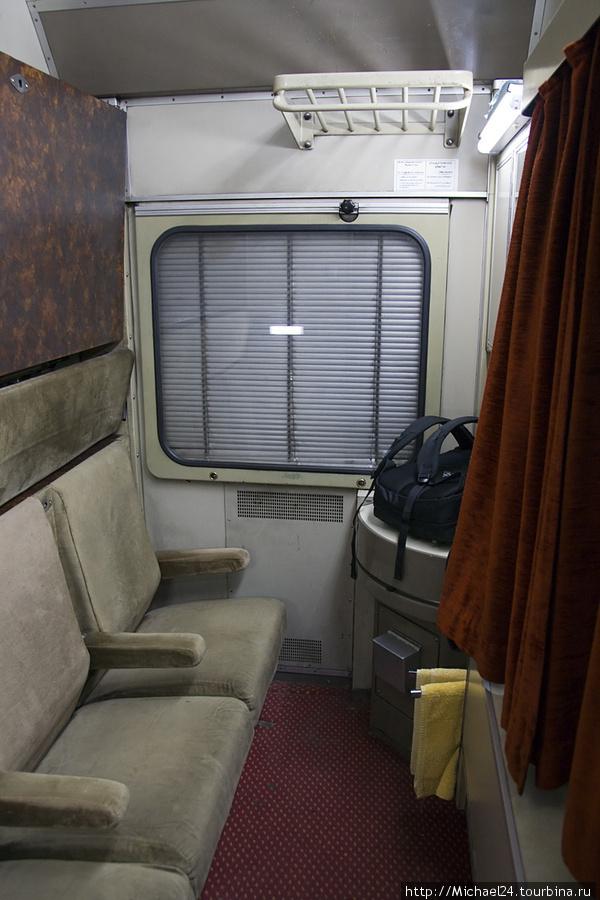 Спальный вагон старого типа, обратно в новом был.