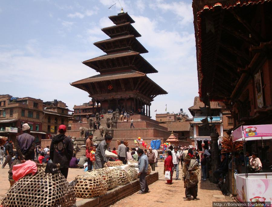 Пятиярусная пагода — гордость города Бхактапур.