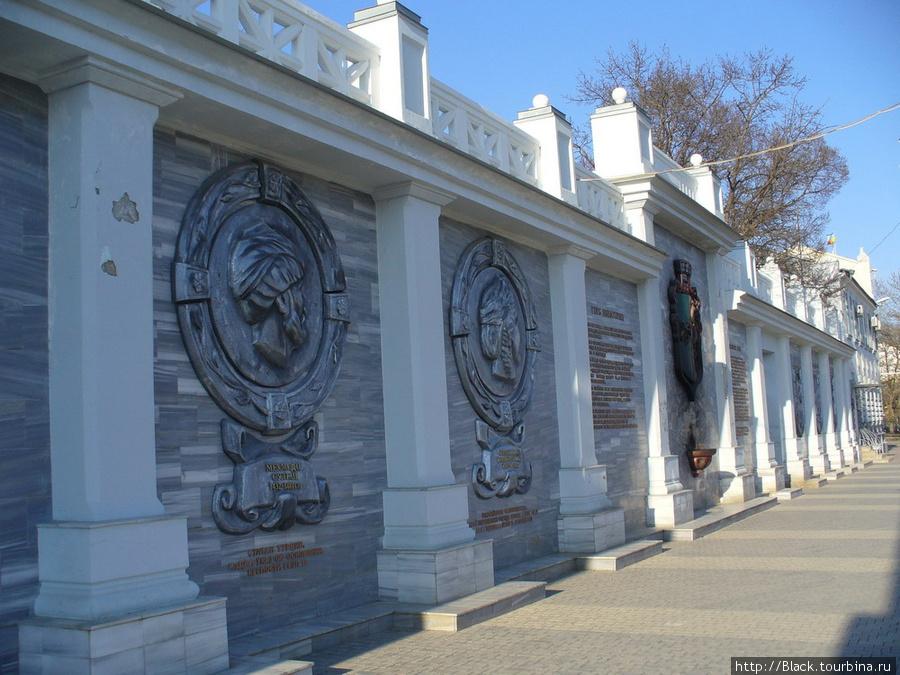 Пантеон на Театральной площади