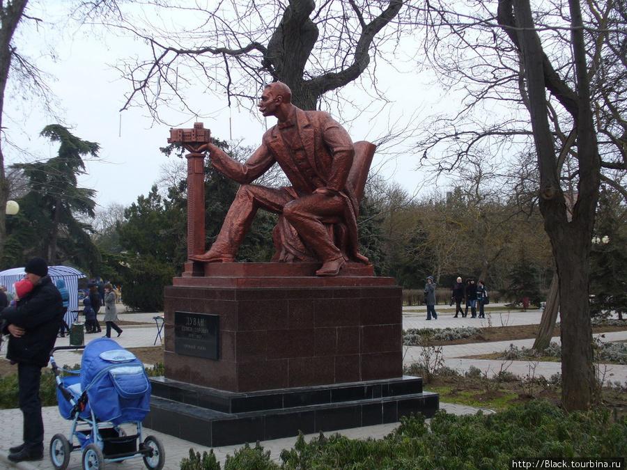 Памятник Семену Эзровичу Дувану