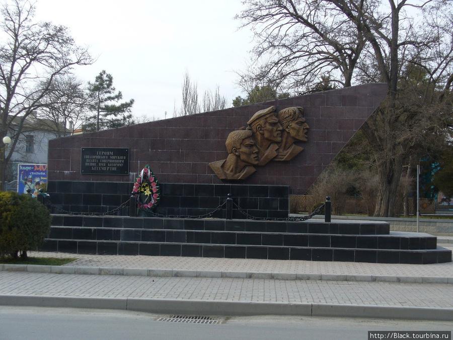 Мемориал, посвященный Великой Отечественной войне – «героям Евпаторийского морского десанта»