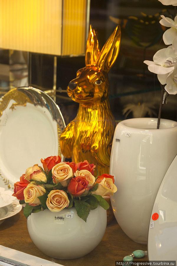 С какой любовью в Европе оформляют витрины магазинчиков! Всегда изучаю их и снимаю понравившиеся!