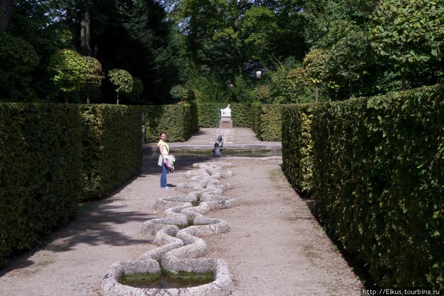 Шветцинген - еще один отличный парк в земле Баден-Вюртенберг Шветцинген, Германия