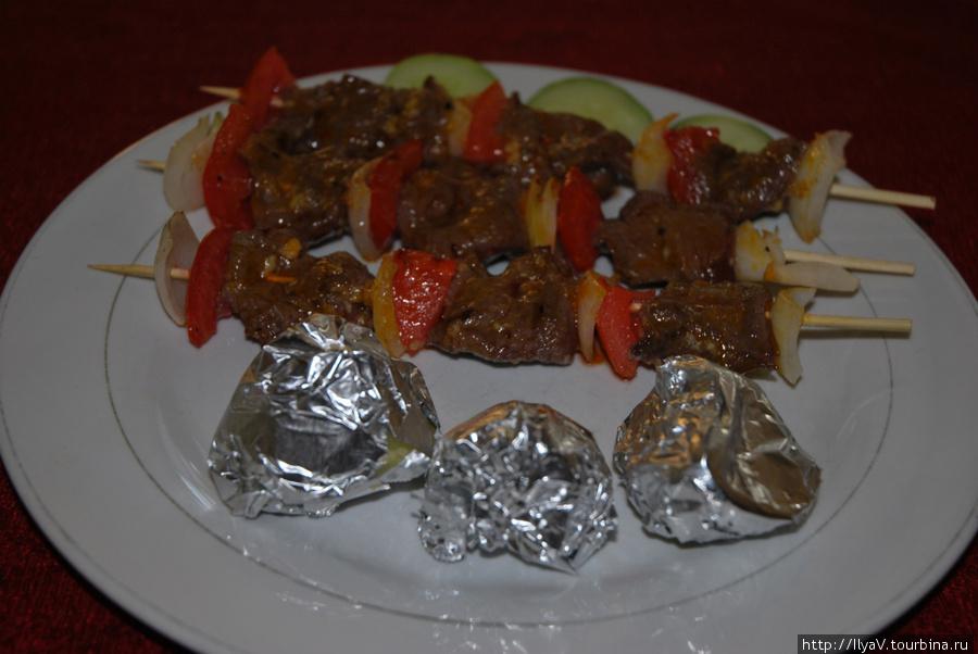 Шашлык говяжий с запеченной картошкой