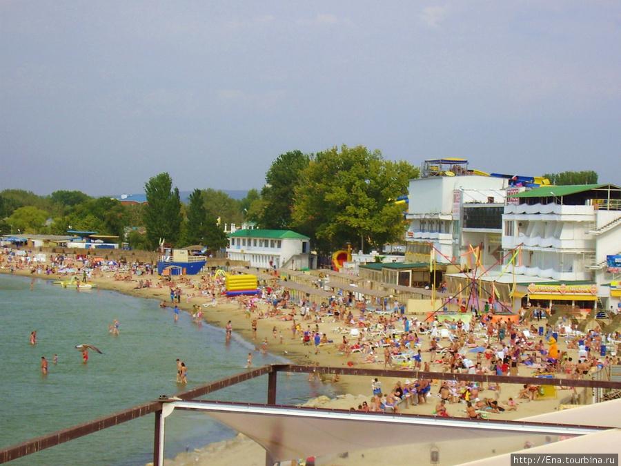 Вот сколько народа на центральном пляже Анапы!
