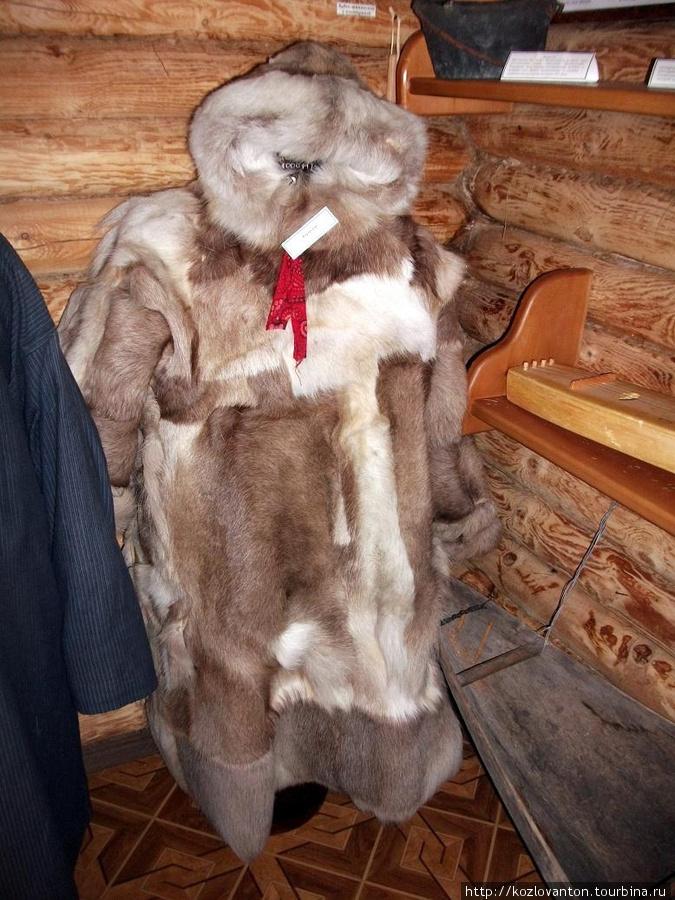Праздничная зимняя одежда — кумыш. Повседневная одежда отличалась лишь тем, что поверх этого кумыша одевали чехол из плотной ткани, чтобы мех не пачкался.