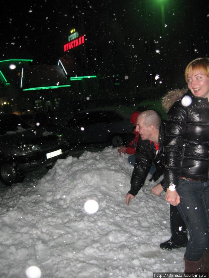 Играемся в снежки)))