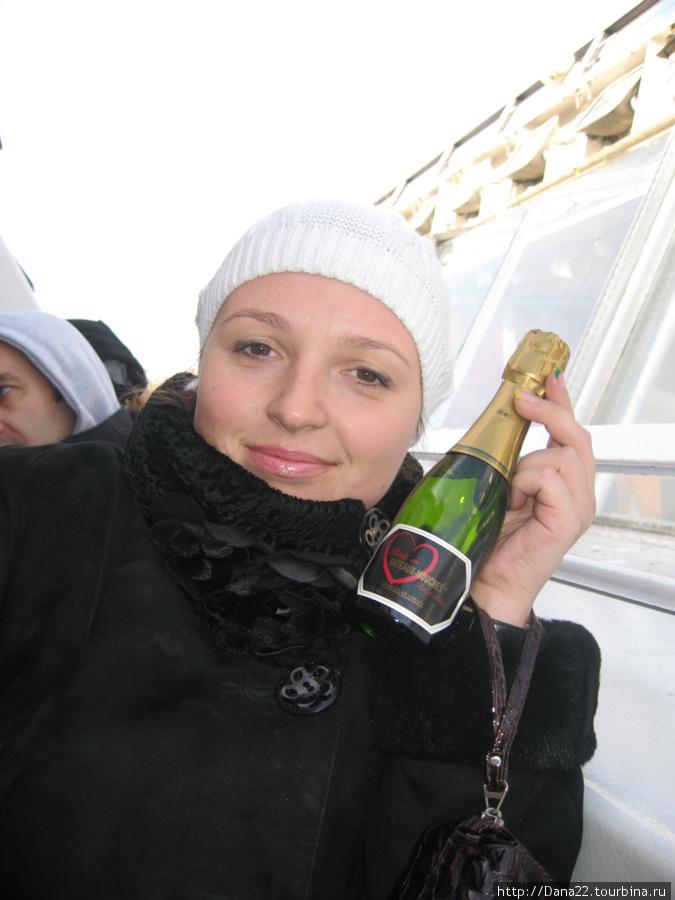 Париж=любовь=шампанское. Вот такая формула))