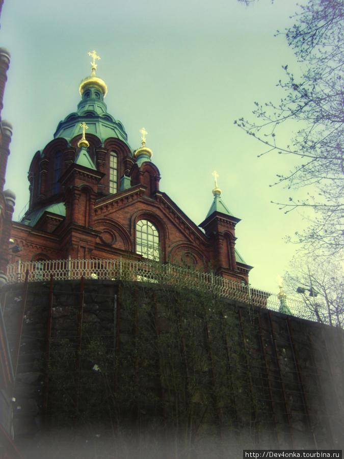 Успенский собор недалеко от Торговой площади
