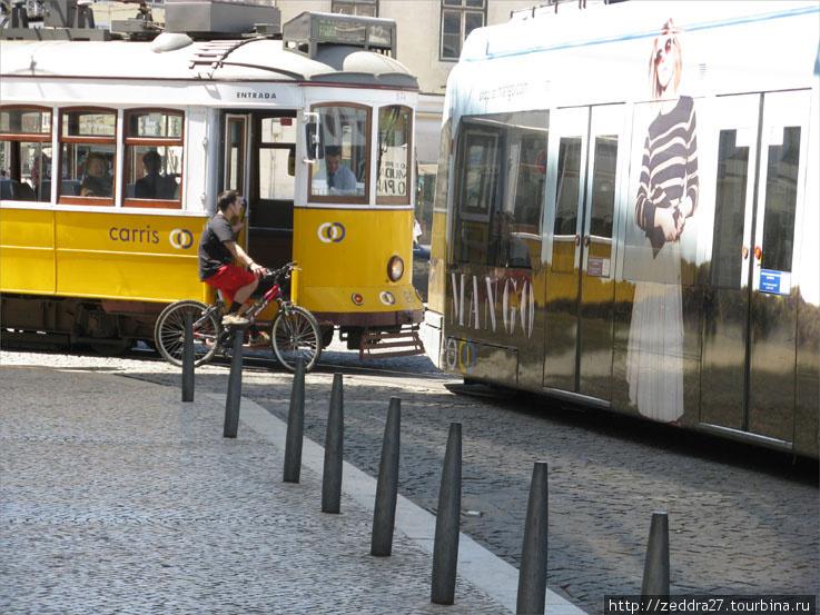 Кольцо 12-ого и 15-ого трамваев на площади Фигуэйро. По 15-ому маршруту до монастыря Жеронимуш и Беленской башни ходят вполне себе современные трамваи
