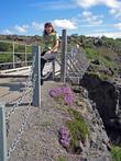 Потом по рукотворному мосту можно перейти на другой берег и пройти вверх к началу водопада