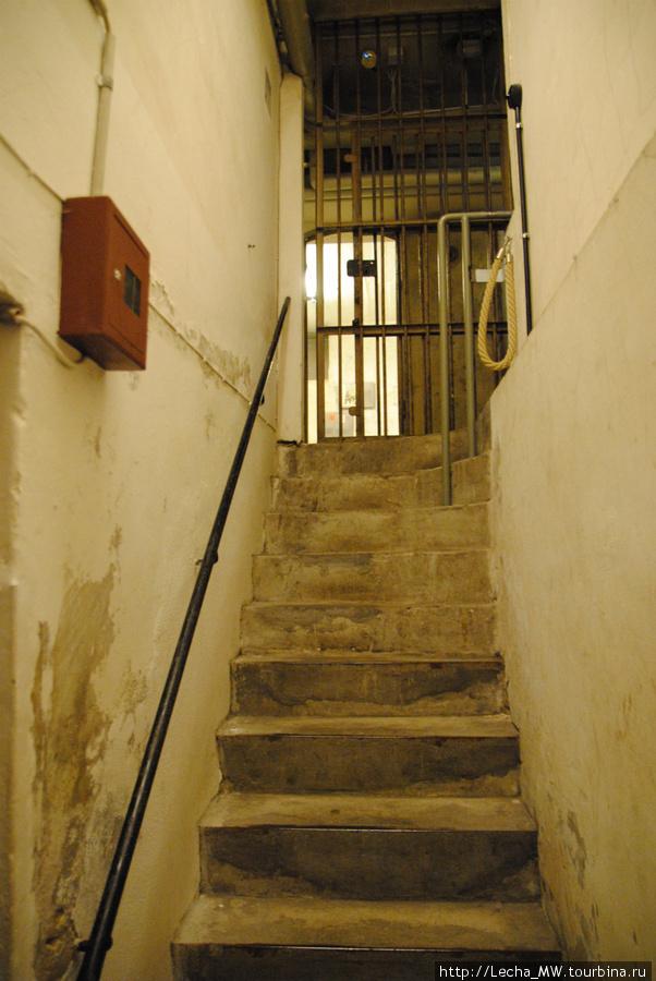 Вход в бомбоюбещище для гестаповцев