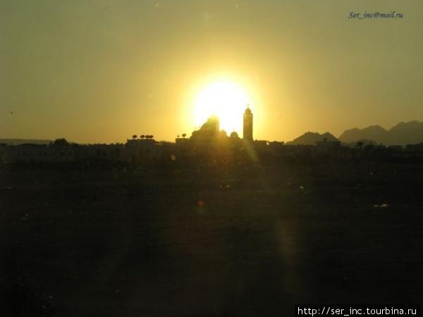 Закат над мечетью
