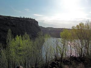 Таким я увидел озеро, поднявшись на стену карьера впервые